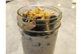It's Blueberry Season!  Blueberry Almond Overnight Oats