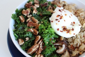 Recipe: Savory Oatmeal with Kale, Mushrooms and Pecans